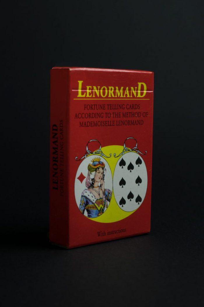 Карти, предсказващи съдбата, на базата на метода на госпожица Ленорман.